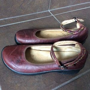KEEN RED LEATHER MARY JANE SHOES  37